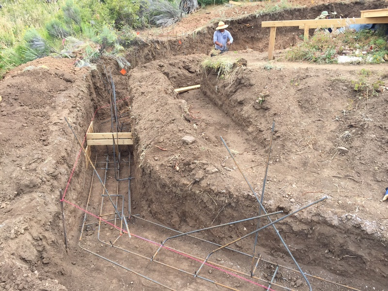 Placement of steel reinforcement within outer foundation footing